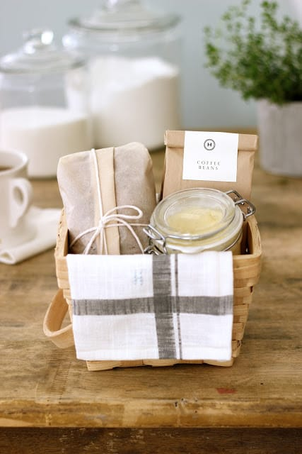 14 DIY Christmas Gift Baskets - Picklee