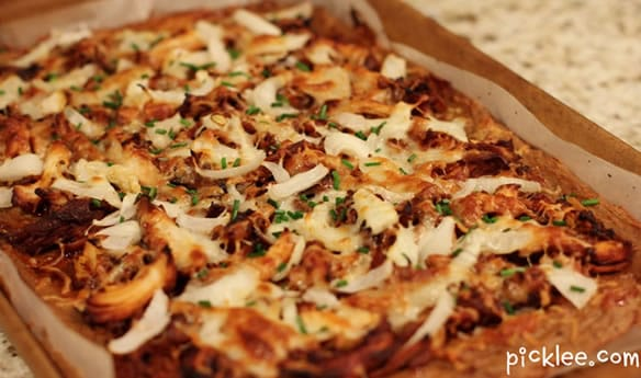 califlower crust pizza-bbq-chicken