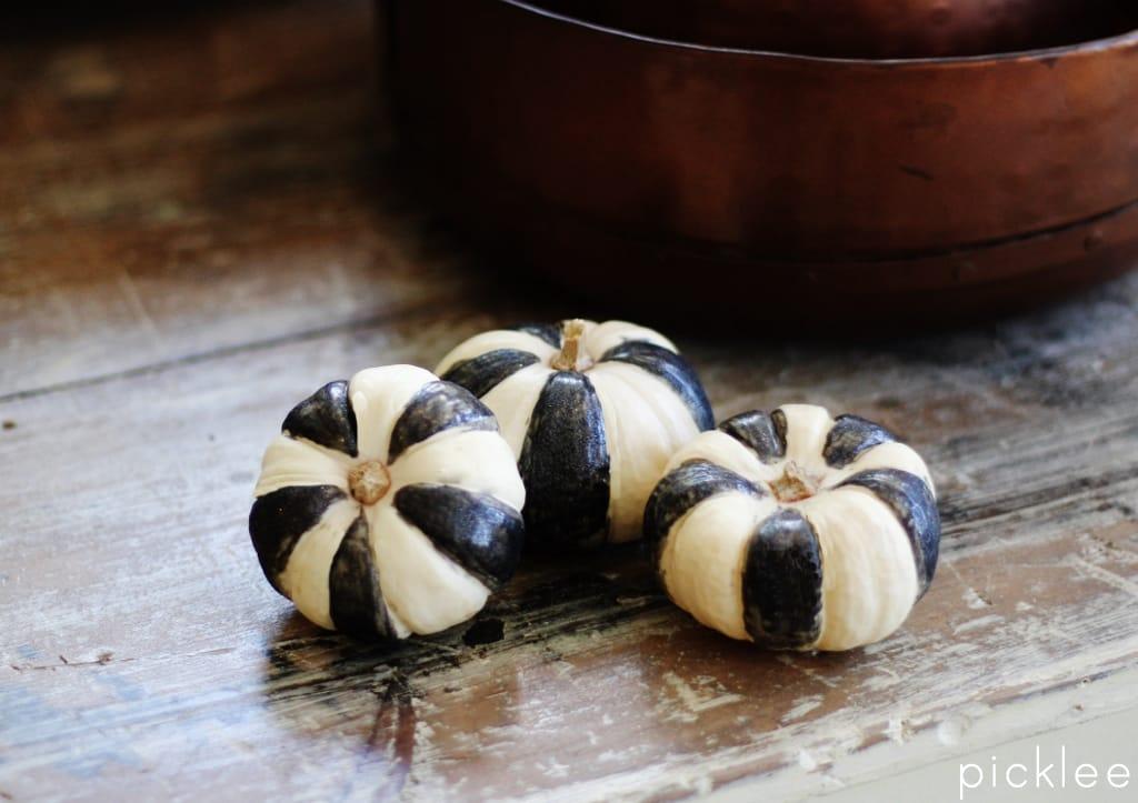 black-white-pumpkins2