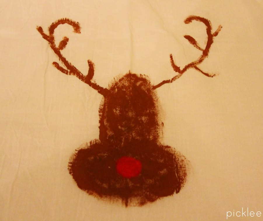 diy-painted reindeer-towels