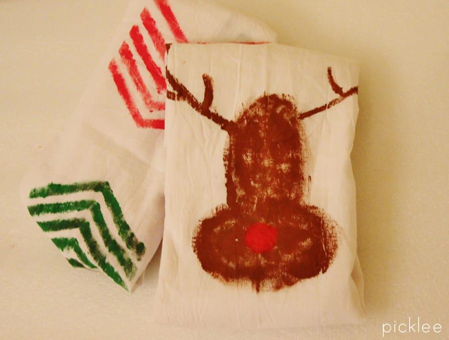 printed-reindeer-hand-towels