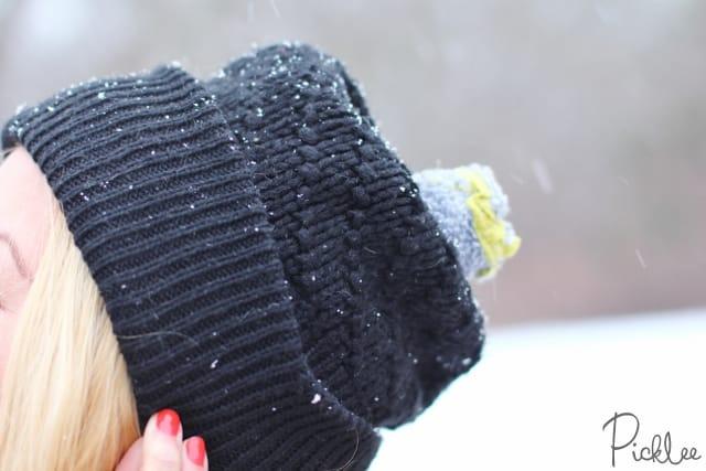 diy sock pom pom hat 4