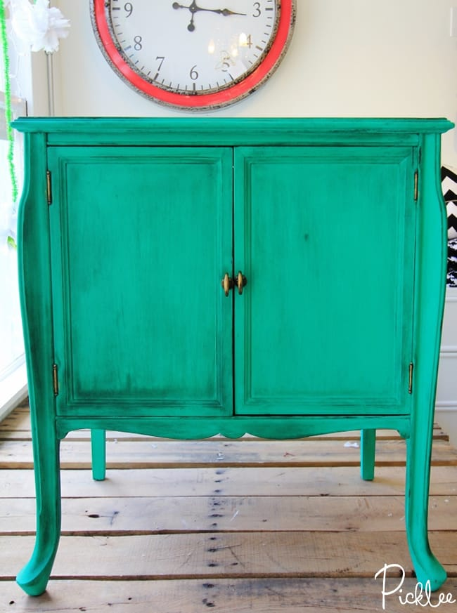 emerald green-cabinet-chalk-paint