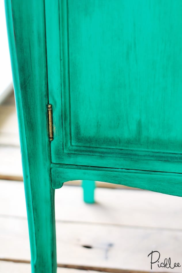 emerald green-cabinet-chalk-paint3